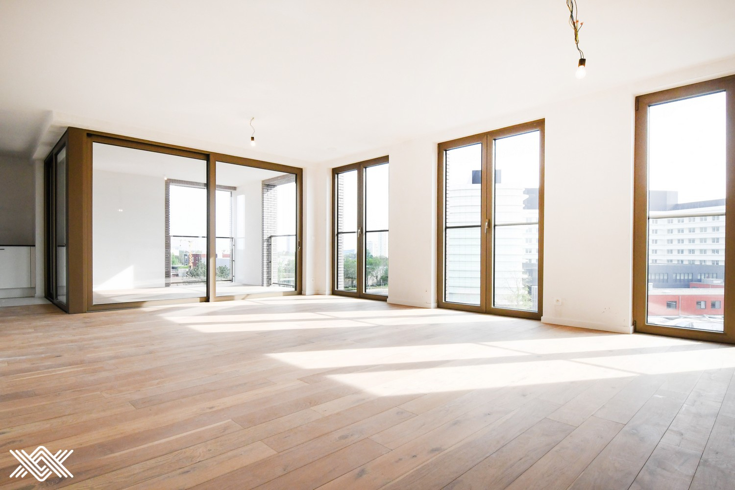 Spacious 2 bedroom apartment with sunny terrace