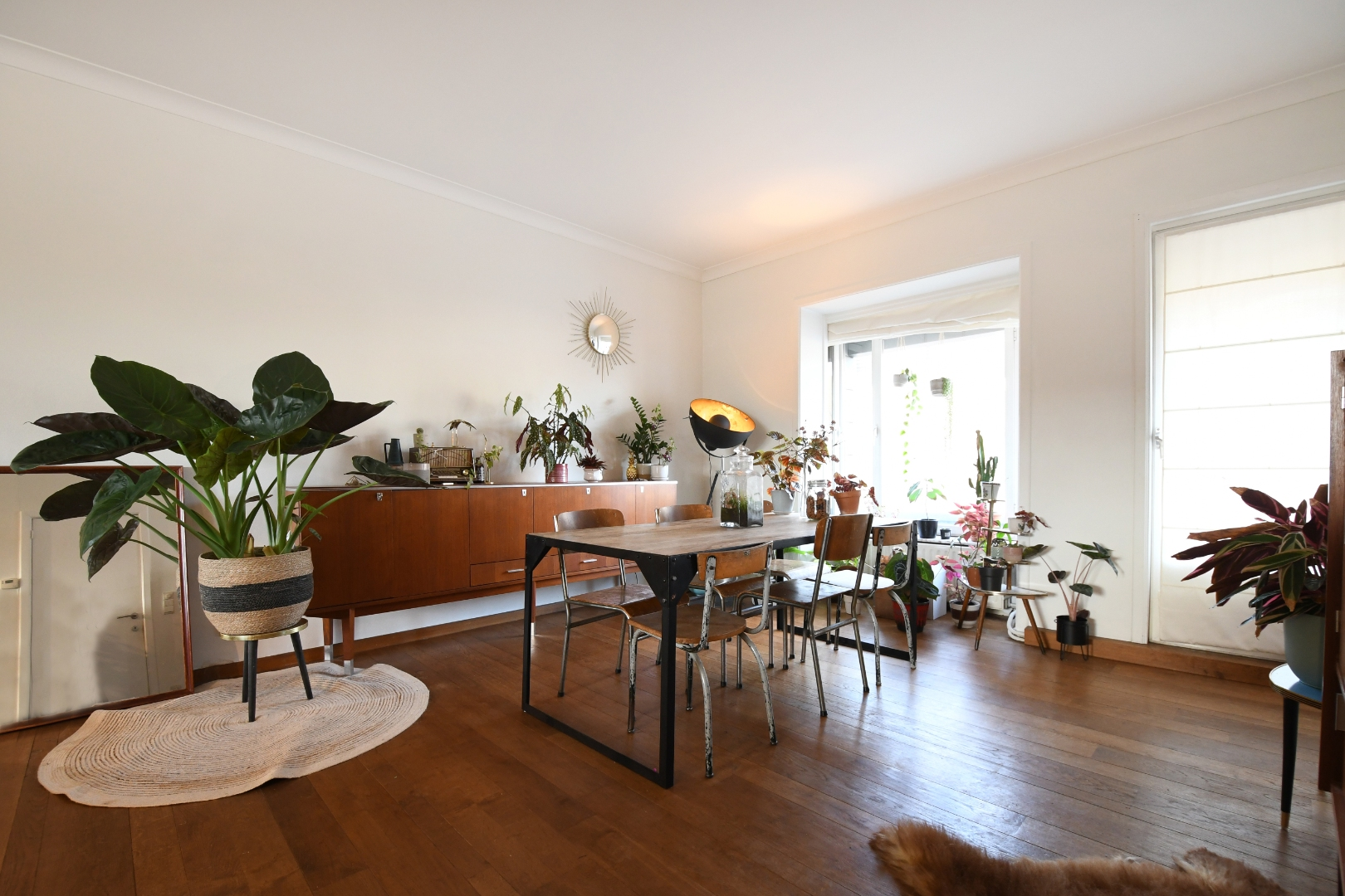 FOR SALE AT LANDBERGH: commercial space and duplex apartment