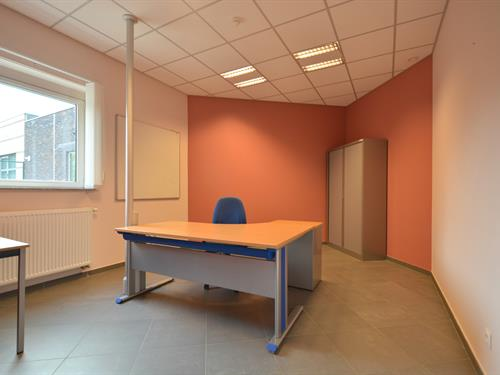 FOR RENT AT LANDBERGH: Commercial property in Merelbeke